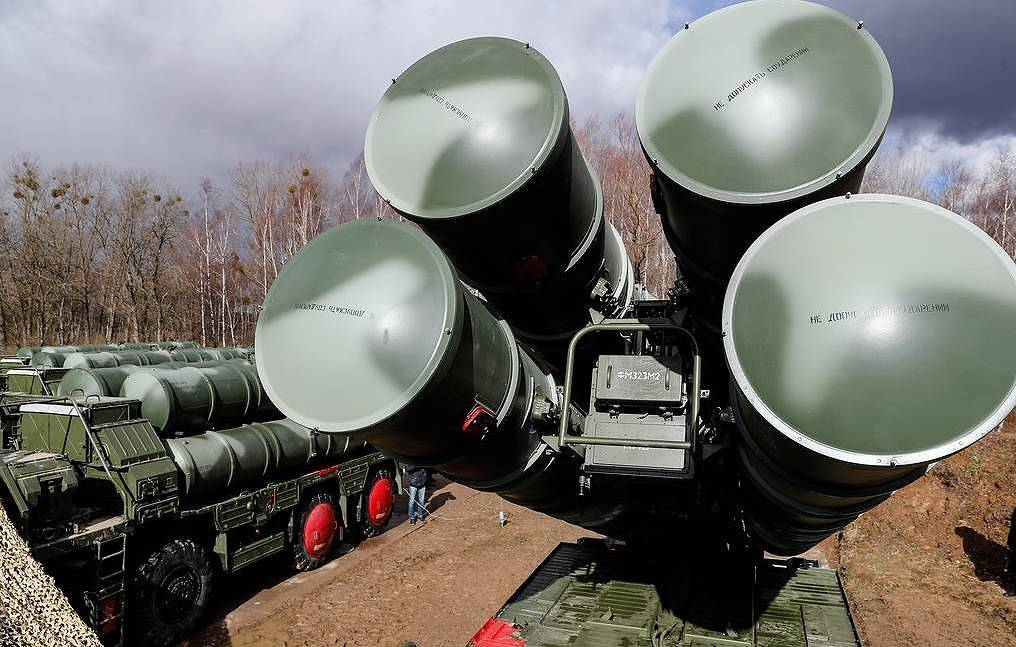 Turkey defies U.S.  as Russian S-400 missile defence arrives