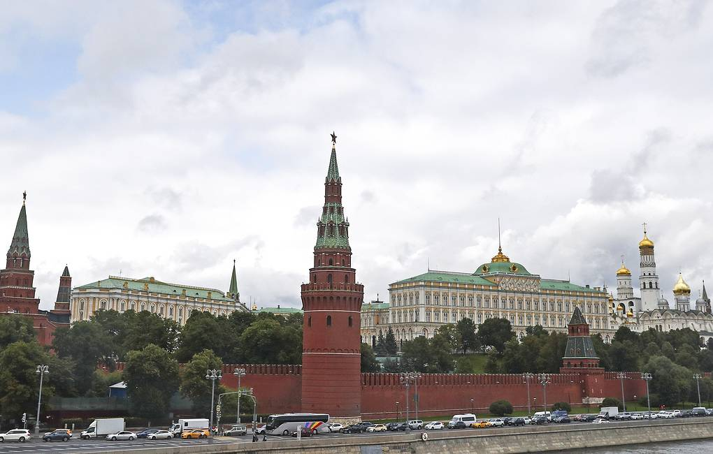Kremlin shrugs off Moscow protests, backs tough police response