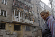 Damaged building after shelling in Donetsk (archive)