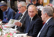 UN Secretary-General Antonio Guterres, Russian President Vladimir Putin and European Commission President Jean-Claude Juncker during a working Breakfast at the Elysee Palace