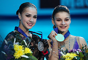 Russian figure skaters Alina Zagitova (L) and Sofia Samodurova (R)
