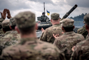 US soldiers cheer an Ukrainian soldier in an Ukrainian army T-64BM tank during the Strong Europe Tank Challenge 2017