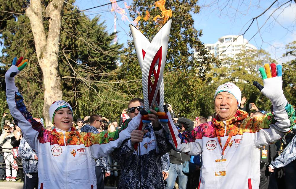 Meanwhile, UN General Secretary Ban Ki-moon participated in Olympic torch relay