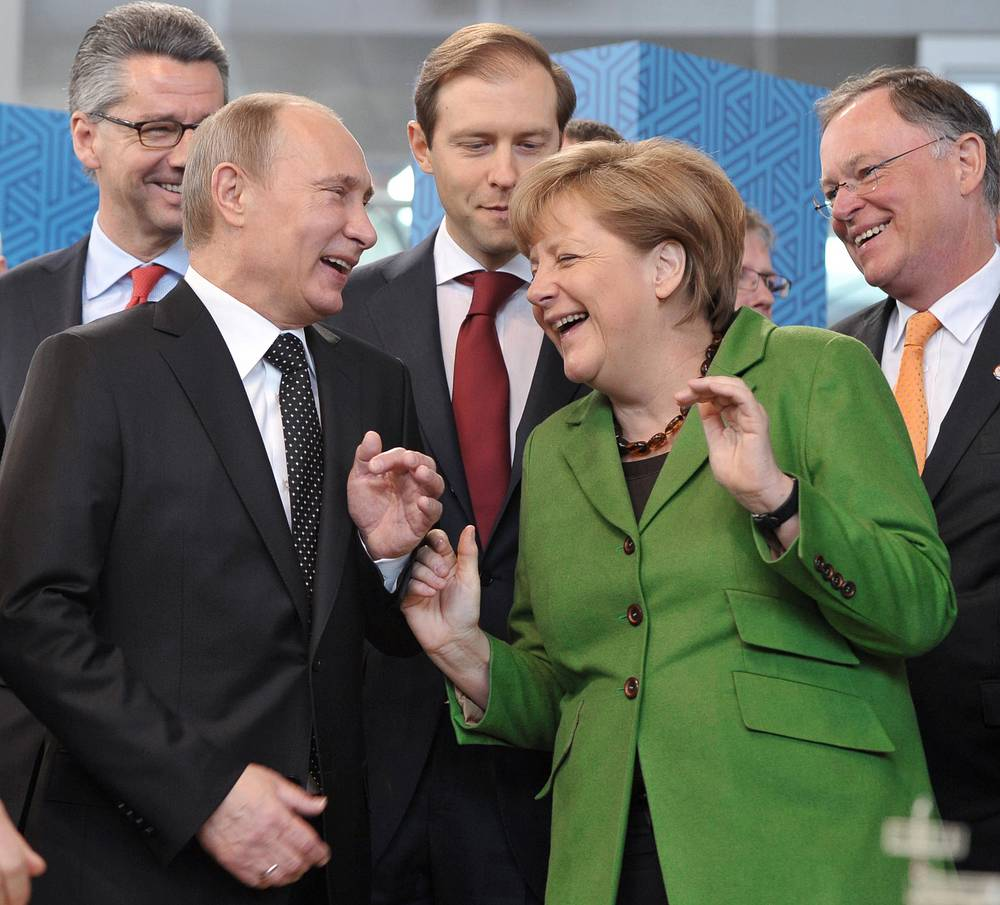 German Chancellor Angela Merkel (front right) and Russian President Vladimir Putin (front left)