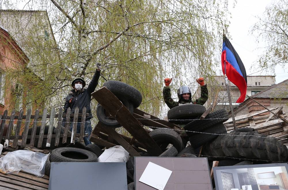 On the same day, April 12, several administrative buildings were seized in Slavyansk by protesters against the current Kiev authorities