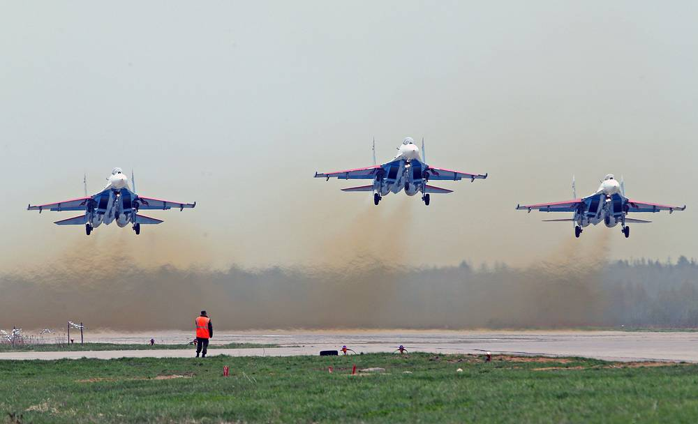 Aerobatic team Russkiye Vityazi (Russian Knights) at the Alabino testing range