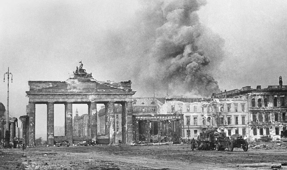 They agreed to split Germany into four occupation zones: French, British, American and Soviet. Photo: a view of Berlin at the end of the war (May 1945)
