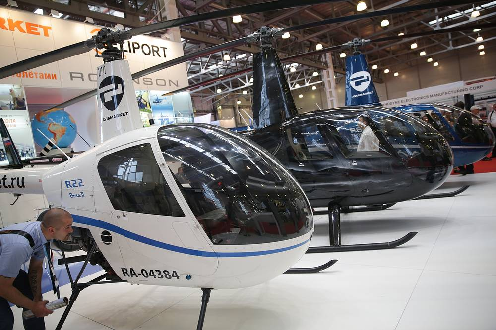 Left-right: Robinson R22 beta II, R44 clipper raven II и R66 turbine2