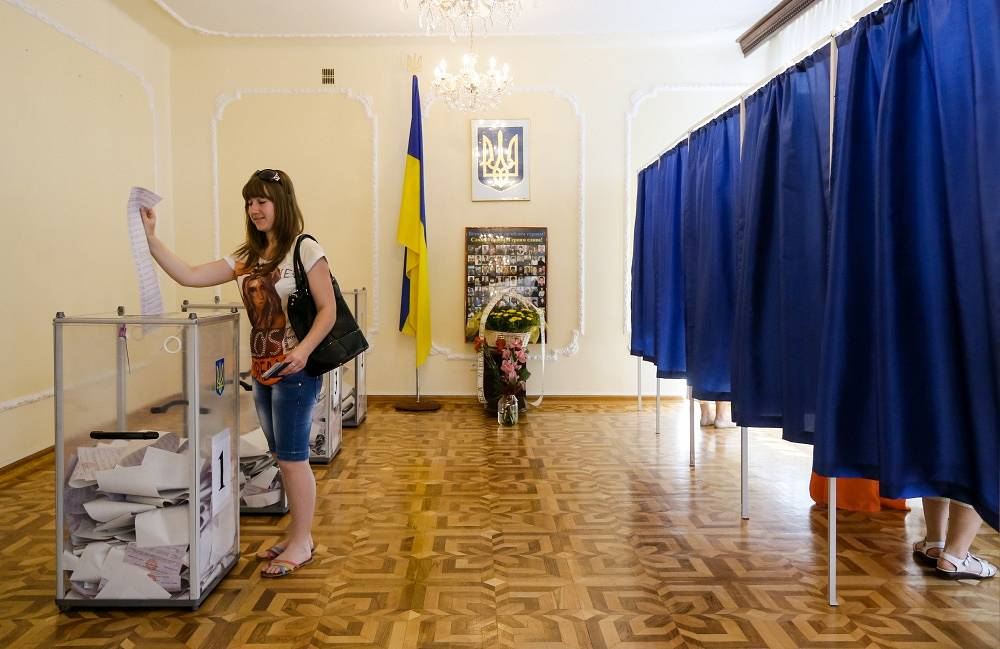 Warsaw, voting at a polling station in Ukraine's embassy
