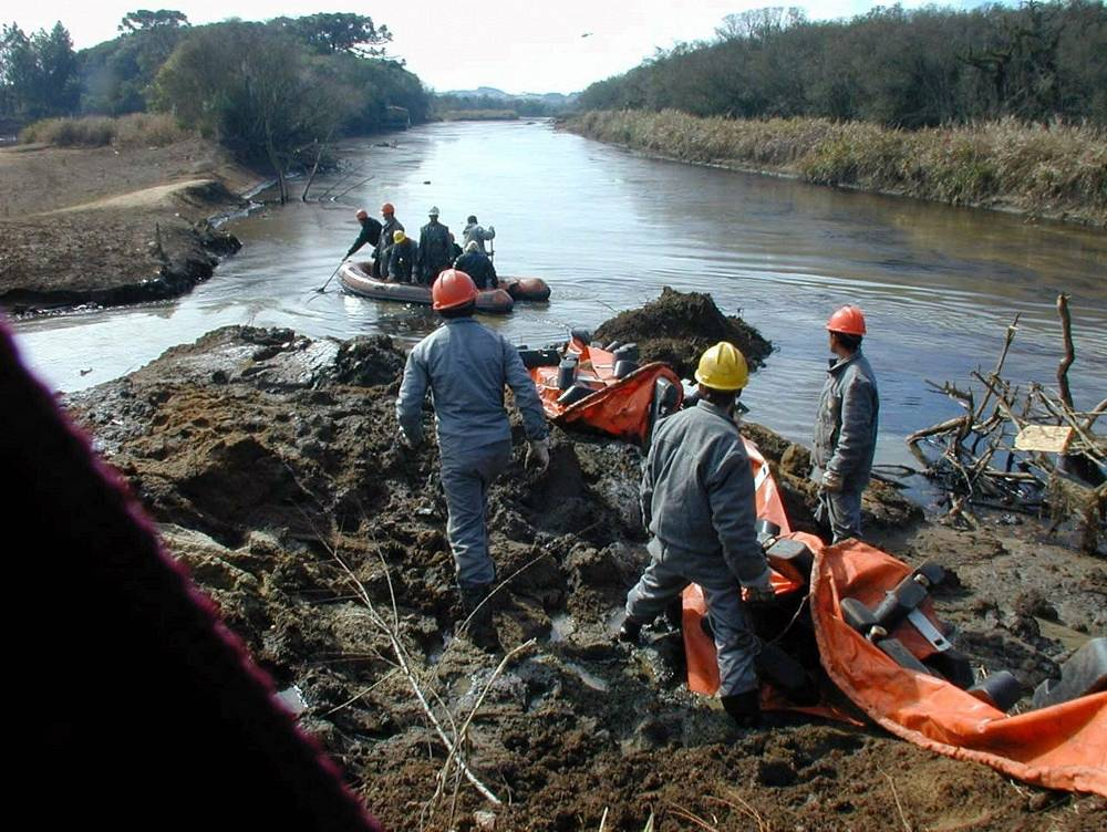 In July 2000 another disaster happened at an oil platform owned by Petrobras in the Brazilian state of Parana. Over 24,000 barrels of oil were spilled into the Iguazu River