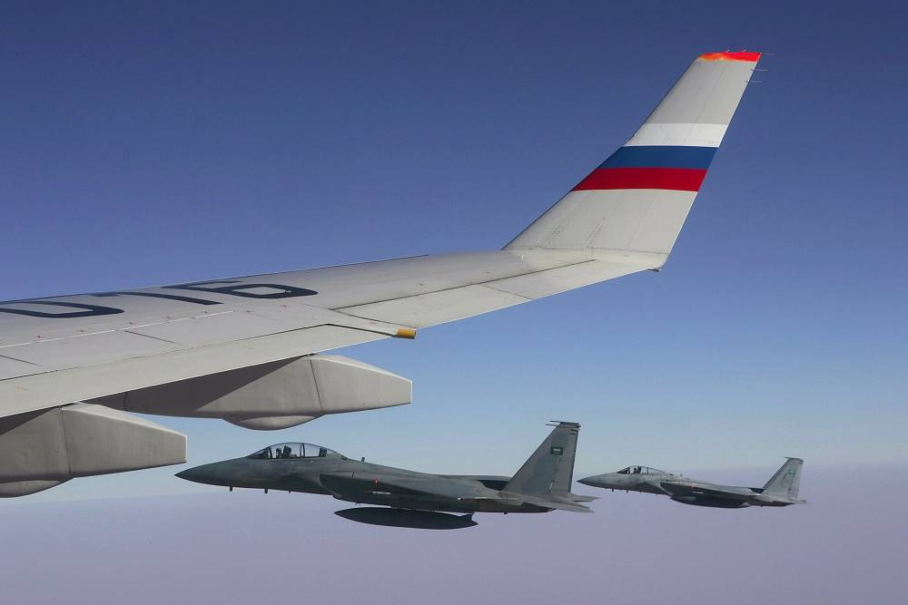 Fighter jets escort the presidential plane with Vladimir Putin on board in 2007