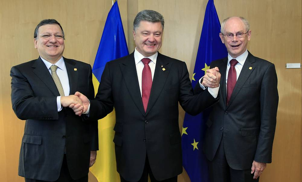 Ukraine's President Petro Poroshenko, center, poses with European Commission President Jose Manuel Barroso, left, and European Council President Herman Van Rompuy, right