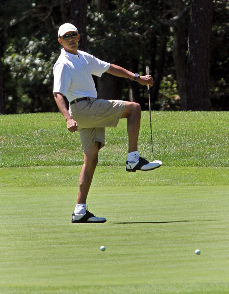 US President Barack Obama plays golf on the firs day of his vacation