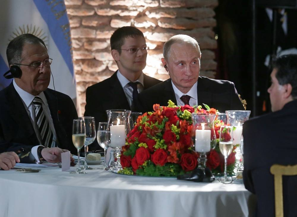 Russian Foreign Minister Sergei Lavrov and President Vladimir Putin at the official dinner hosted by Argentina's President Cristina Fernandez de Kirchner