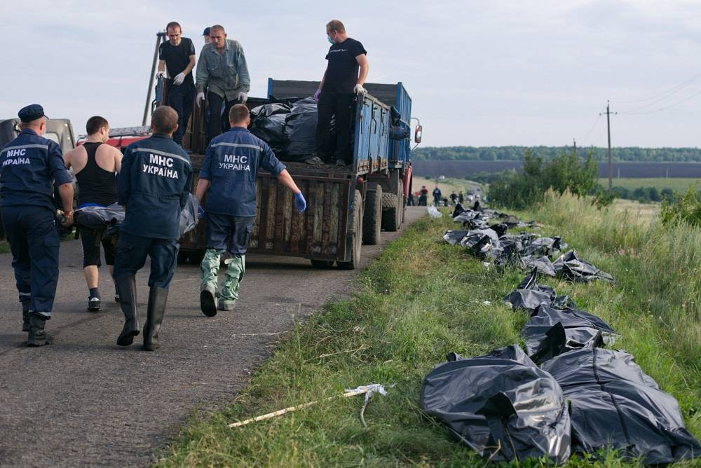 The bodies are brought to the town of Torez