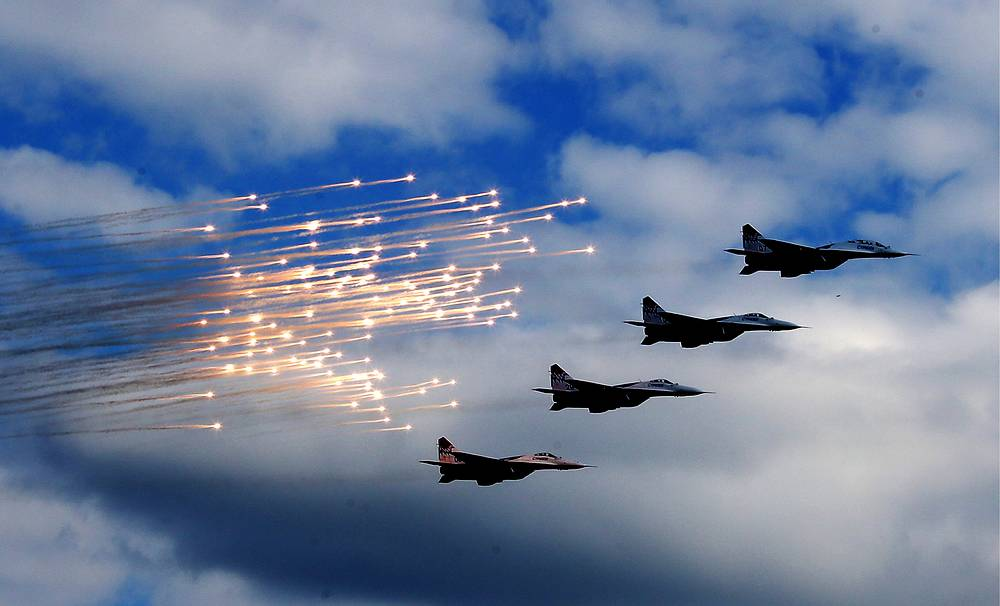 Russian aerobatic rteam Strizhi during the Russian Navy Day parade in Severomorsk