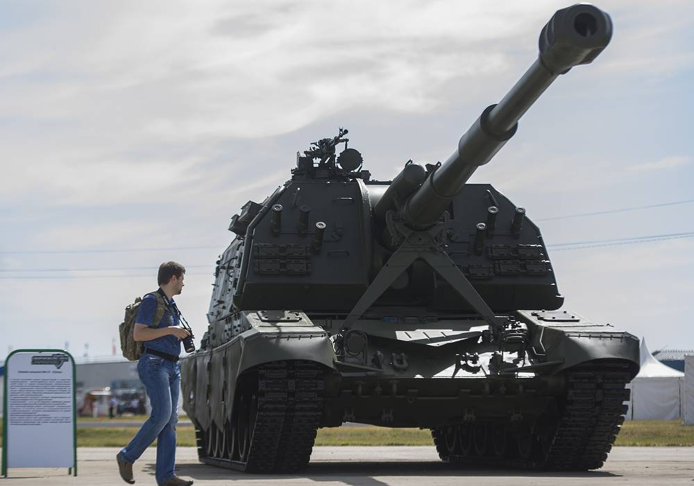 A Msta-S self-propelled howitzer