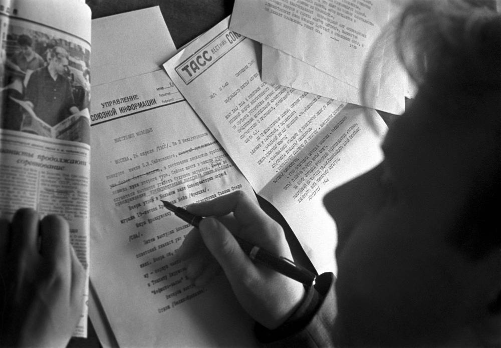 A journalist works with his text, 1962