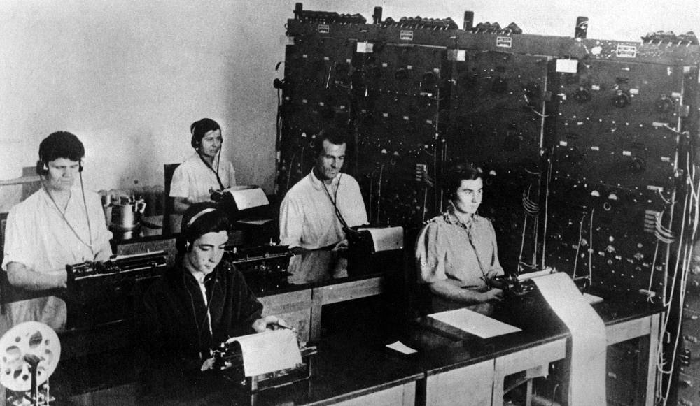 On July 10, 1925 the Telegraph Agency of the Soviet Union (TASS) was founded and took over the main functions of the Russian Telegraph Agency as the central information agency of the country. Photo: the TASS editorial in 1933
