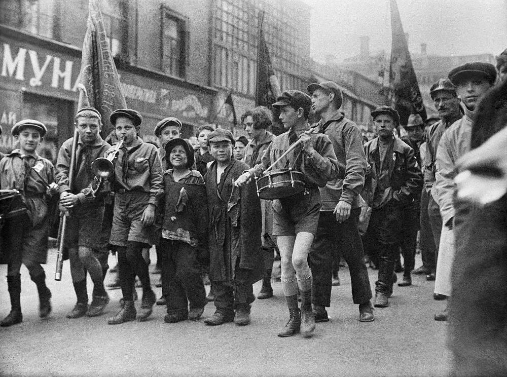 Street children in a pioneer's column at a demonstarion on May 1 (Labor Day), 1927