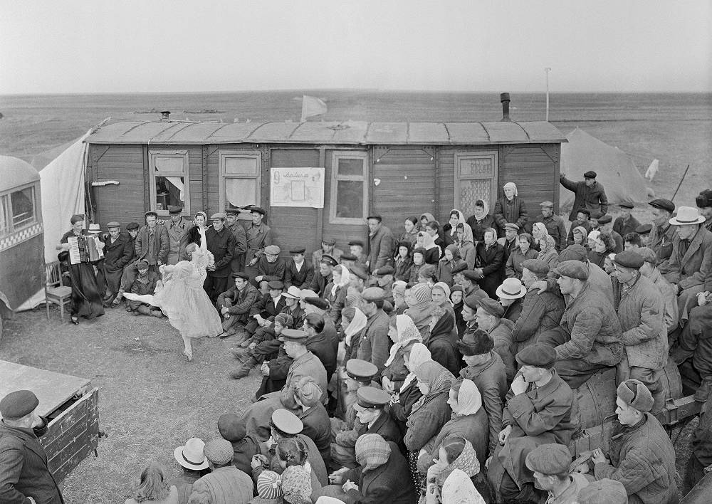 Performance in the areas of clearing, 1950s. Performance of solo dancer of the Leningrad Theater of Opera and Ballet named after S. M. Kirov, A. Smirnova, at the field camp of the tractor brigade