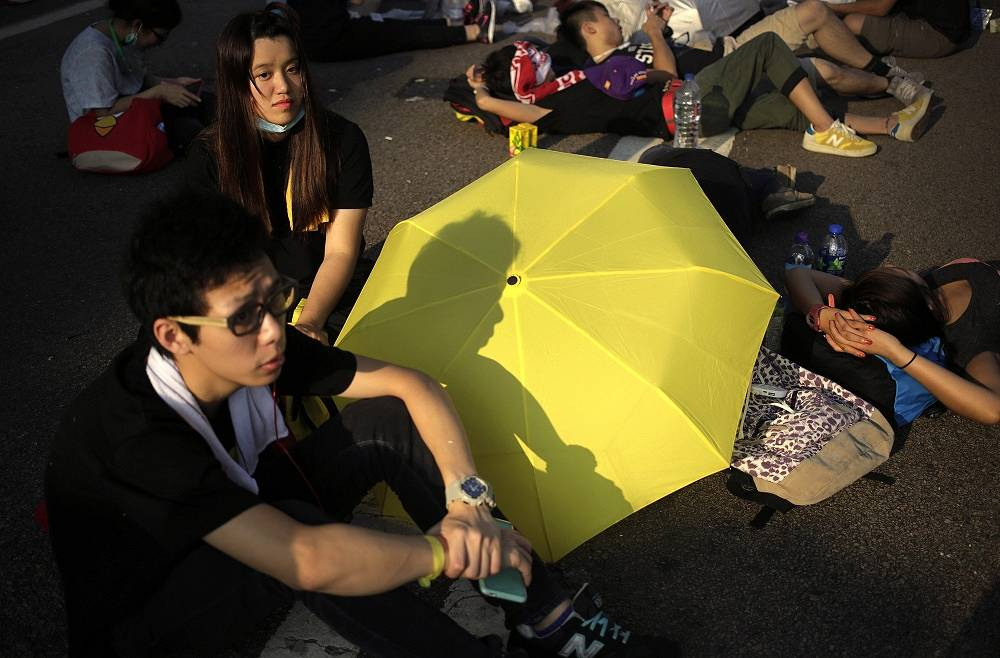 People change their profile pictures to images of yellow umbrellas or a yellow stripe with black background on social networks in support of the protesters