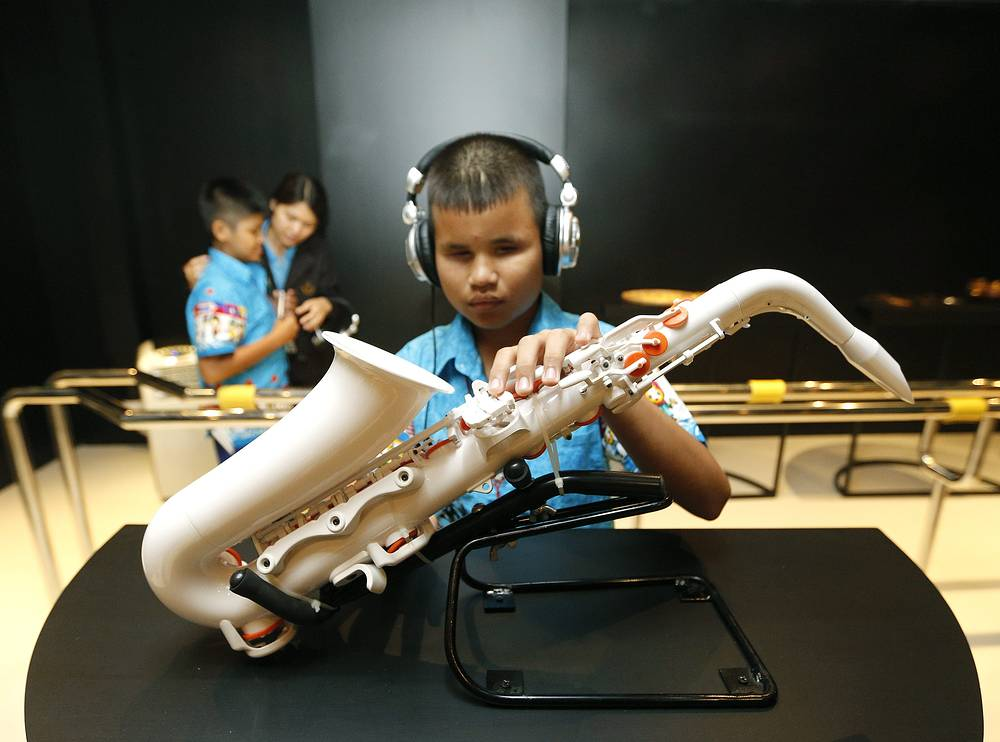 Photo: A blind Thai student visits the exhibition for blind at Touch Museum in Siriraj Hospital, Bangkok, Thailand, 09 August 2013