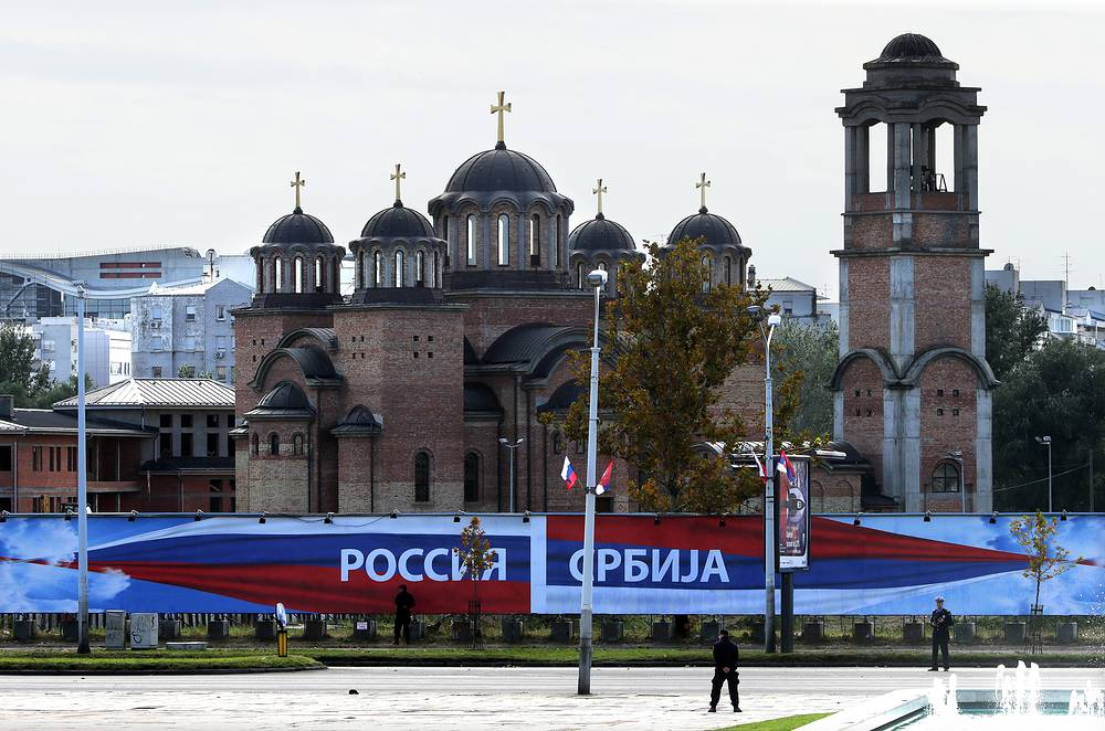 """Banner entitled """"Russia-Serbia"""" welcoming Russian President Vladimir Putin outside the Palace of Serbia"""
