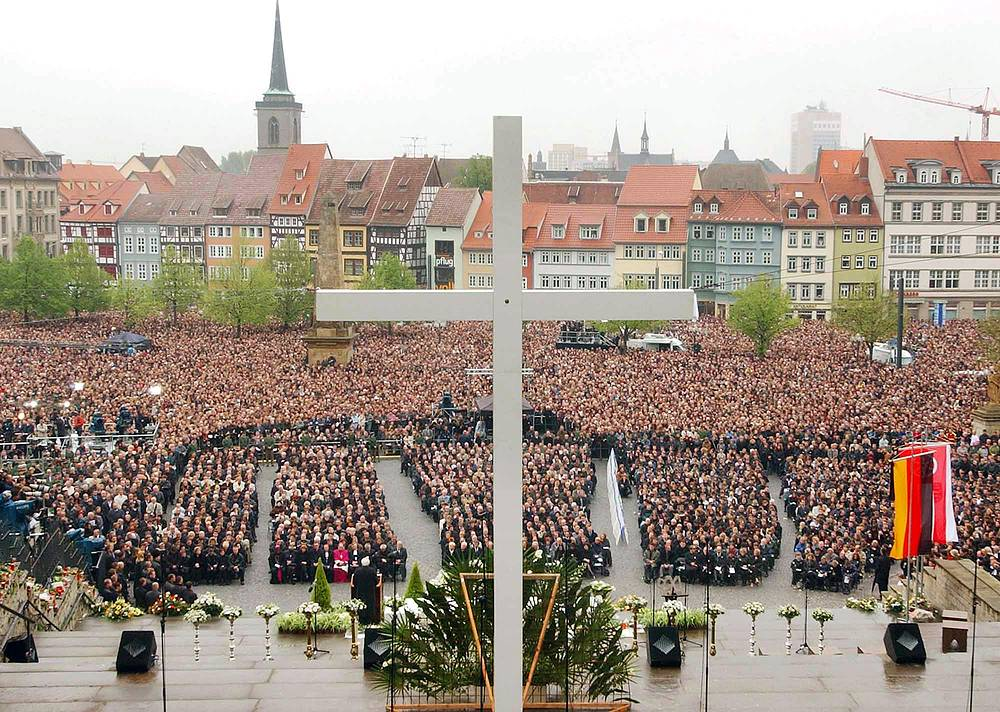 A funeral service and a mass on the steps of the Cathedral in Erfurt, eastern Germany, May 3, 2002