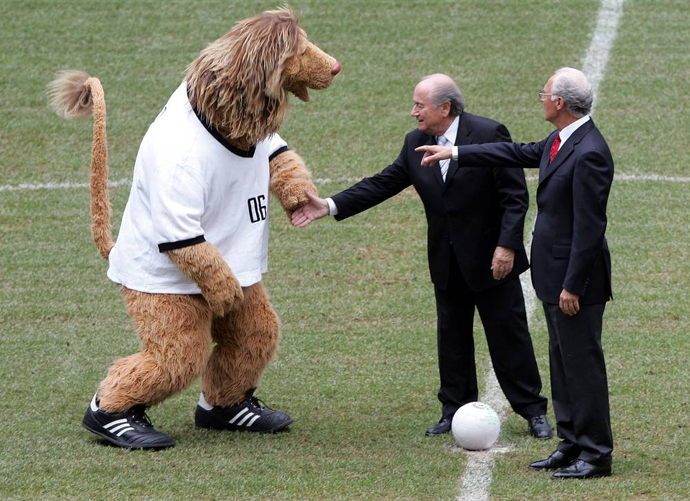 "Photo: The president of the organizing committee of 2006 World Cup, Franz Beckenbauer and FIFA President Joseph Blatter prepare for a symbolic kick off with World Cup mascot ""Goleo"" at the Allianz Arena stadium in Munich, Germany"