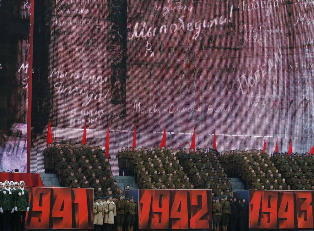The first parade in almost besieged Moscow in which 28.5 thousand participated and which lasted about an hour had enormous influence on the course of the war, because this event contributed to an upsurge of morale in the whole country