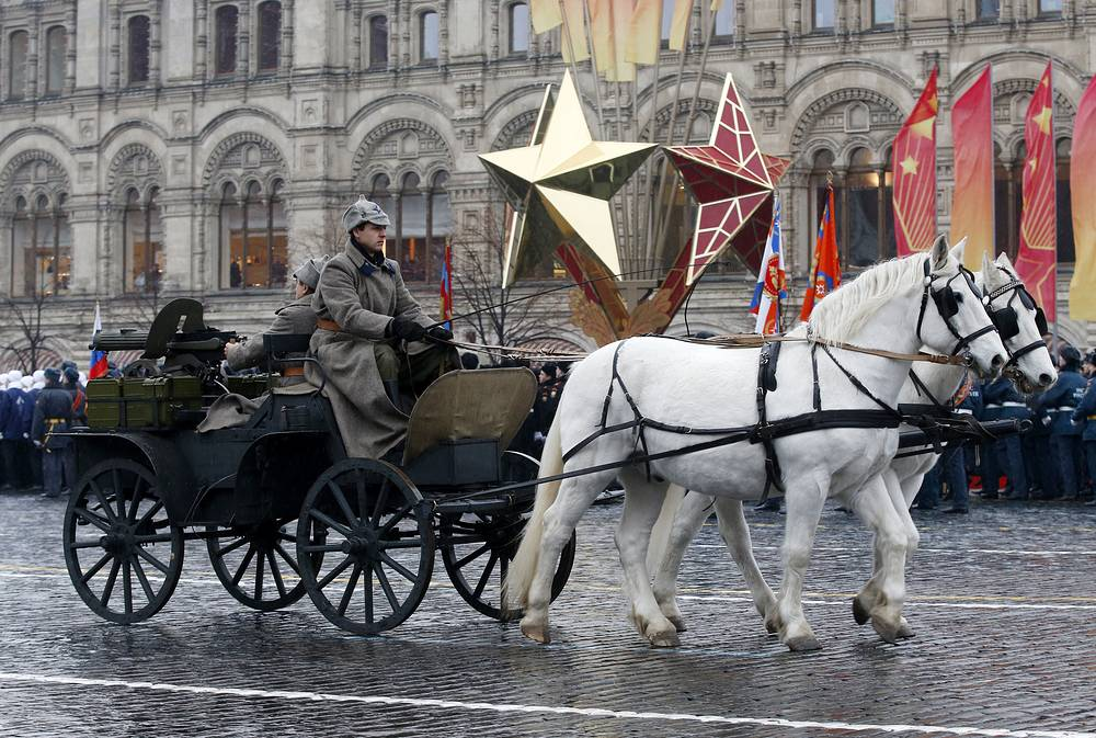 Most landmark events of the Great Patriotic War of 1941-1945 from the defence of Moscow to the capture of Reichstag were reconstructed at the march for the first time
