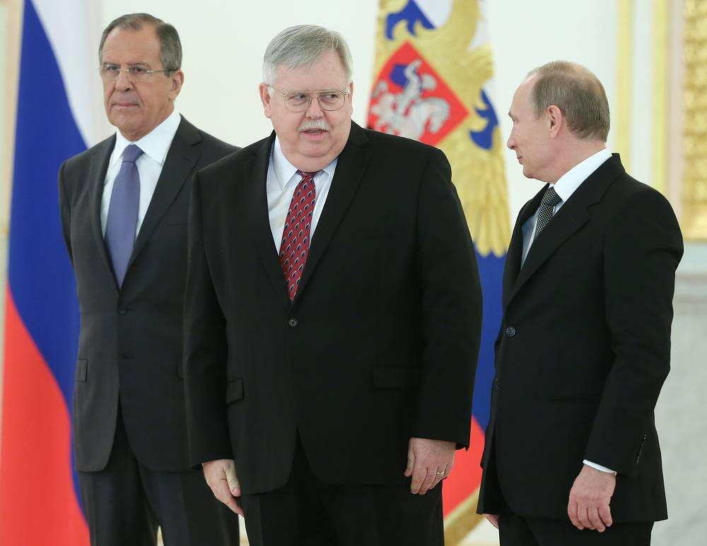 Photo: Russian Foreign Minister Sergey Lavrov,  US envoy John Tefft and Russian President Vladimir Putin