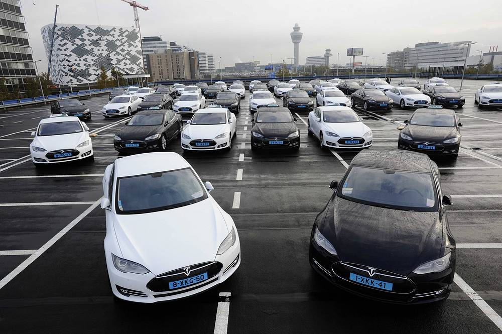 Tesla electric cars are on display during the introduction at Schiphol airport near Amsterdam, The Netherlands, 16 October 2014. Tesla stationed 50 of the electric cars as taxis at the airport