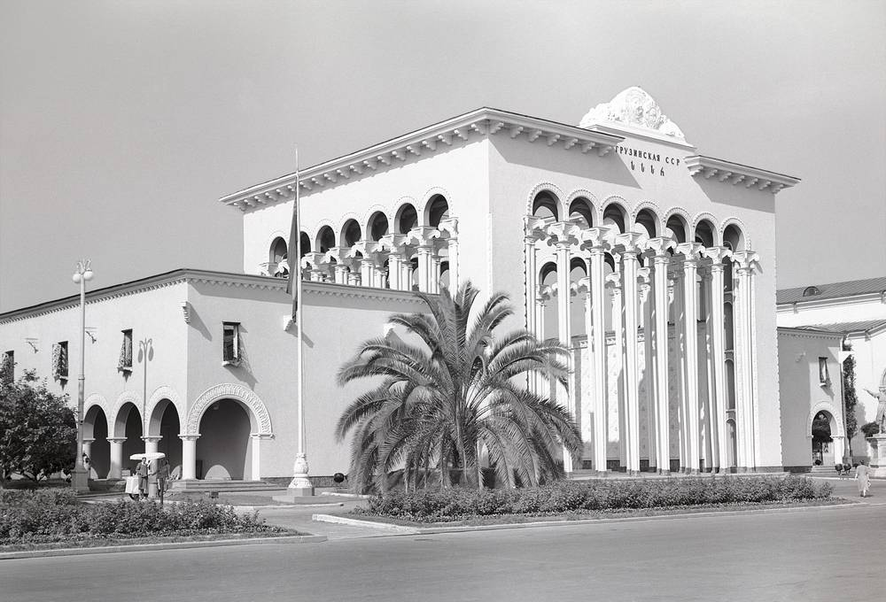 The territory of VDNKh is greater than that of the Principality of Monaco and has approximately 400 buildings. Photo: Pavilion of Georgia, 1956