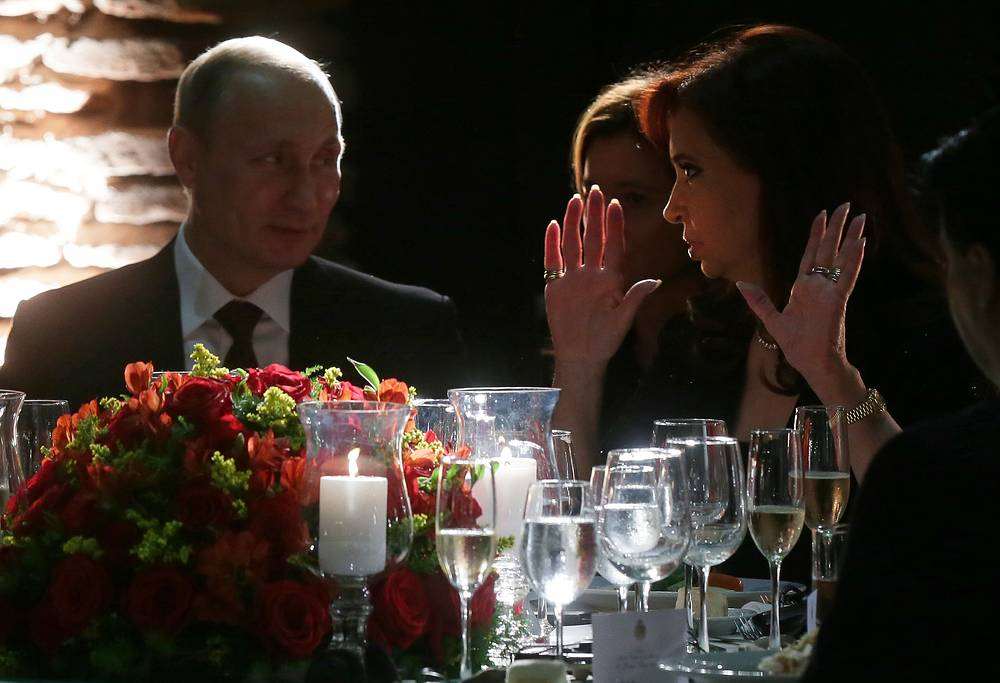 Russian and Argentine President Vladimir Putin and Cristina Fernández de Kirchner have lunch in Buenos Aires