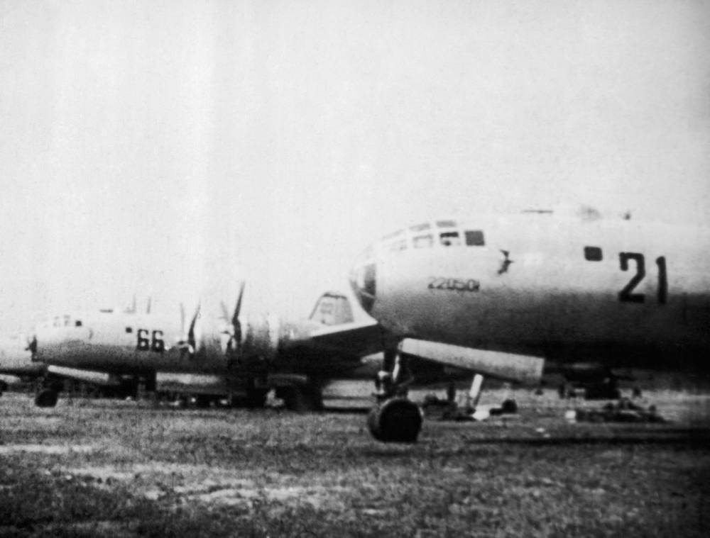 Tupolev Tu-4 is a four-engine bomber that served the Soviet Air Force from the late 1940s to mid-1960s. It was a reverse-engineered copy of the US-made Boeing B-29. Photo: A line of soviet TU-4s