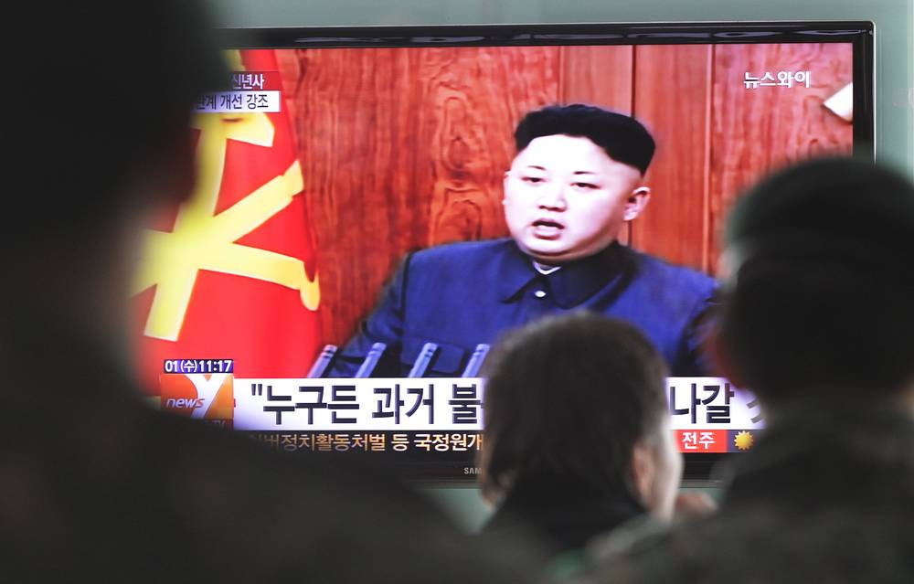 North Korean leader Kim Jong Un deliveres his New Year's Day message in Pyongyang on January 1. Photo: People watching a TV news program showing North Korean leader Kim Jong Un, at the Seoul Railway Station, South Korea