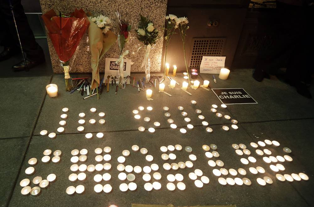 """The words """"I am Charlie"""" are spelled out with candles outside the French Consulate in San Francisco, USA"""