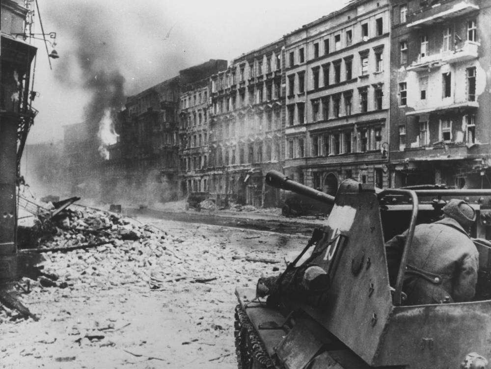 Soviet soldiers during street fighting in Berlin, April 1945