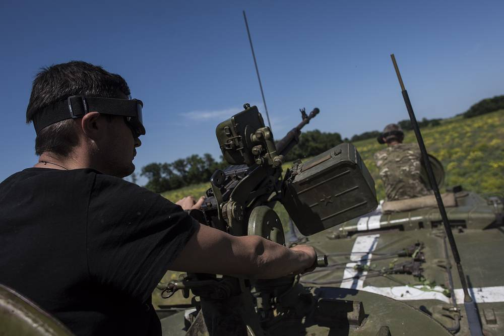 As the situation in eastern Ukraine deteriorated, the OSCE chairperson called on all parties to the conflict to give up the use of force, observe the Minsk agreements and return to the negotiating table. Photo: Ukrainian serviceman patrolling their positions near Donetsk