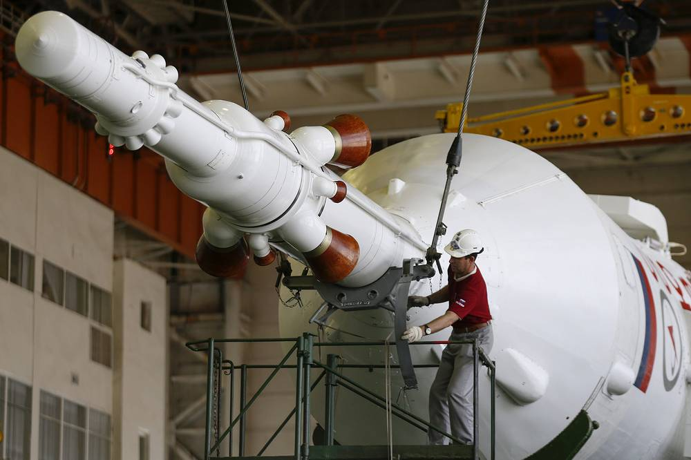 This flight was scheduled for a May 26, but it was delayed after the failed launch of the Progress M-27M cargo spacecraft in late April