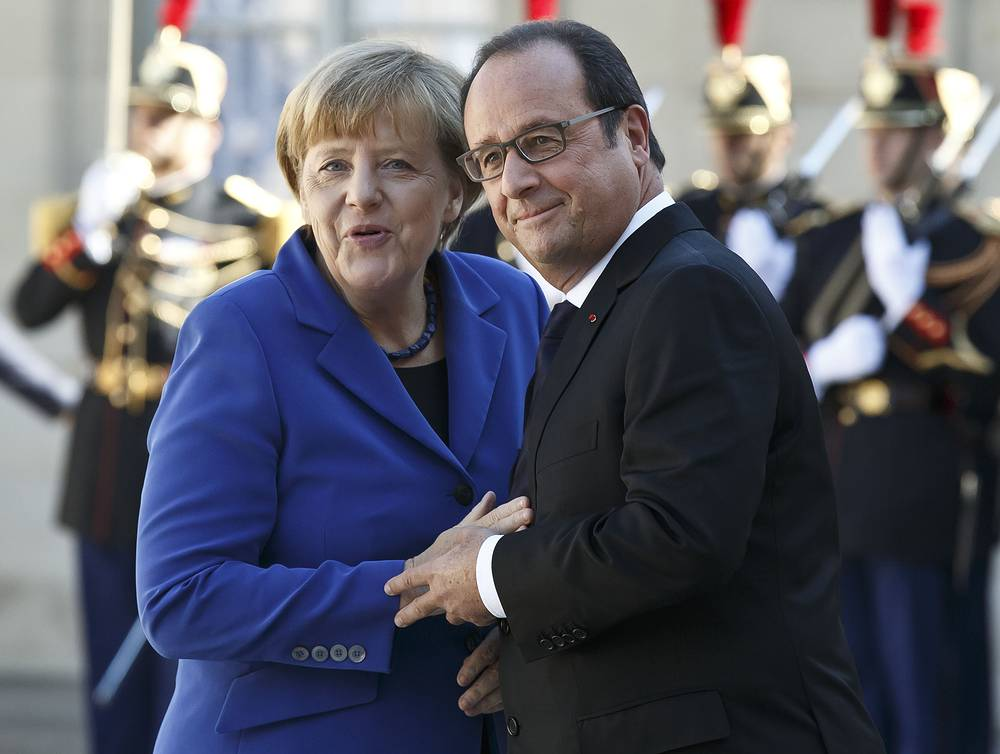 German Chancellor Angela Merkel and French President Francois Hollande at the Elysee Palace in Paris, France, October 2, 2015