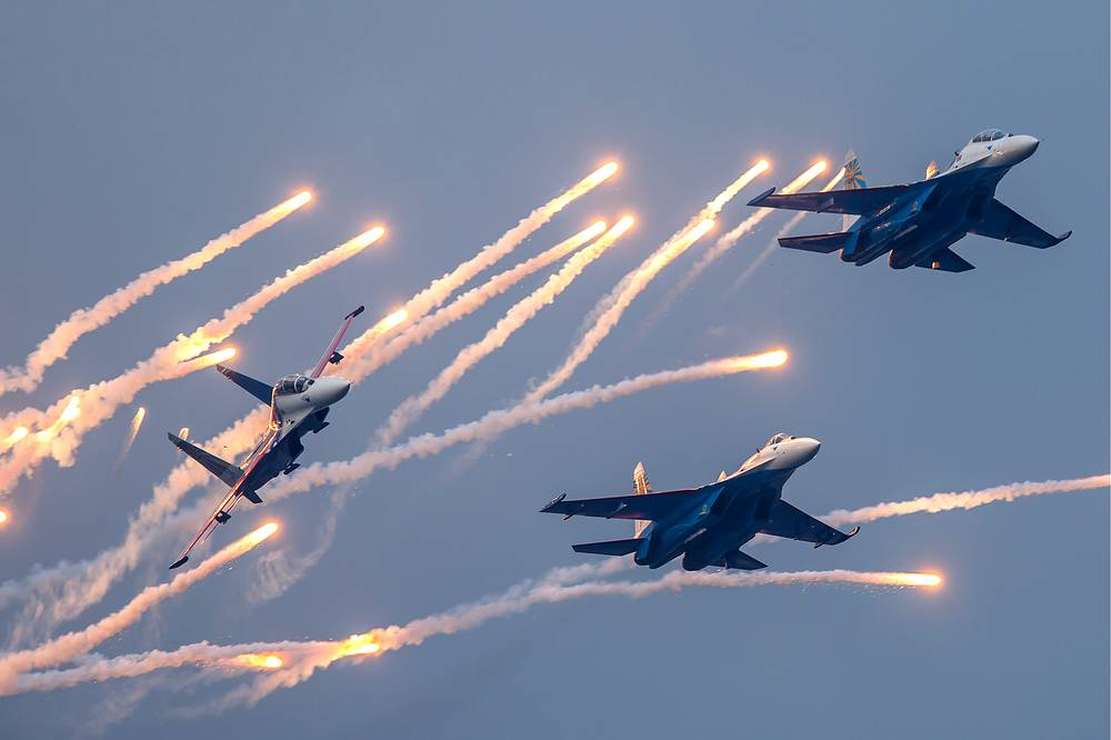 Fighters of the Russkiye Vityazi aerobatic team, 2014