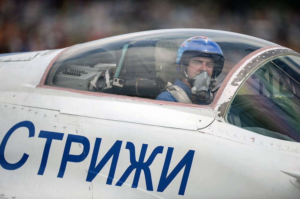 A pilot of the Strizhi (Swifts) aerobatic team at the Wings of Parma aviation festival, 2015