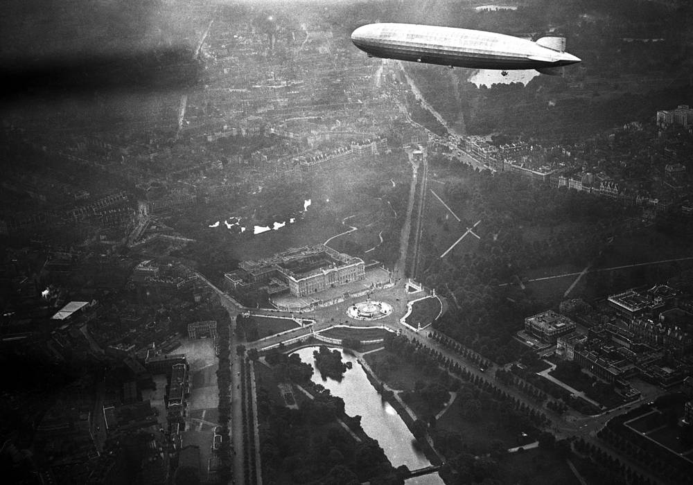 The Graf Zeppelin flying over Buckingham Palace, UK,1931