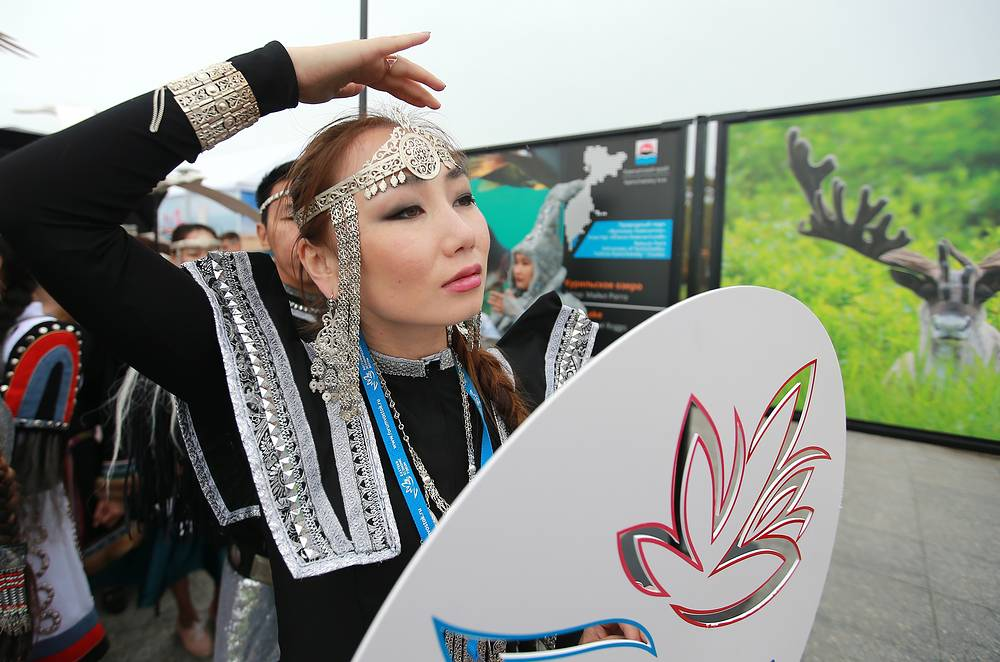 """A carnival parade of representatives of the Far Eastern Federal District regions participating in the """"Far East Street"""" festival"""