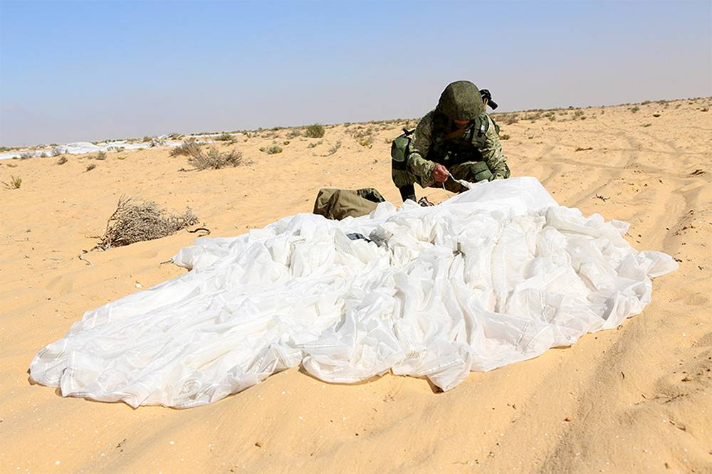 About 300 Russian and Egyptian paratroops participated
