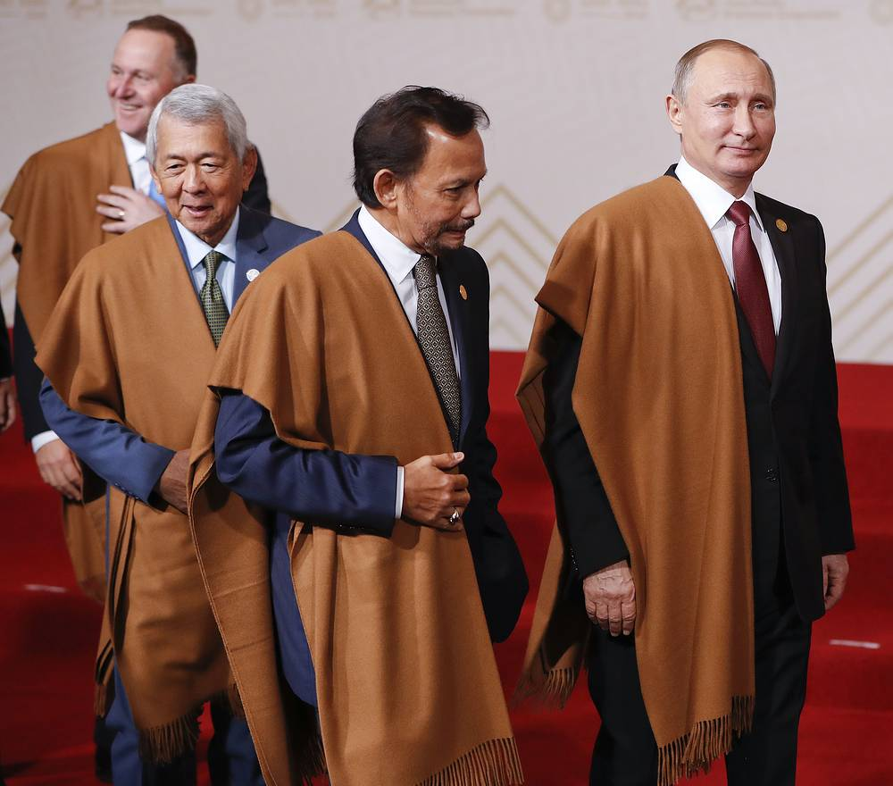 Russia's President Vladimir Putin, Brunei's Sultan Hassanal Bolkiah, New Zealand's Prime Minister John Key after posing for an official photo at APEC summit in Peru