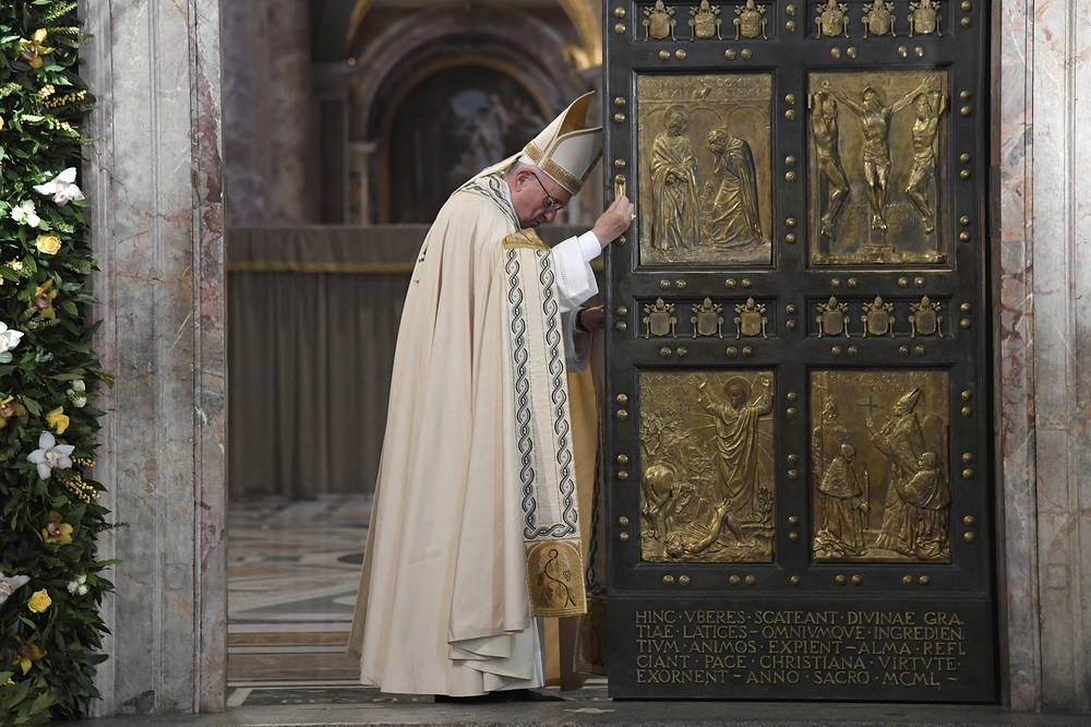 Pope Francis closes the Holy Door of St. Peter's Basilica, formally ending the Holy Year of Mercy, Vatican, November 20